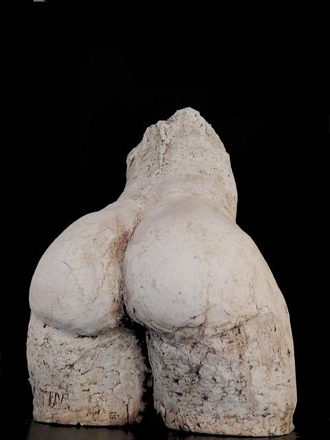 pupa rzeźba